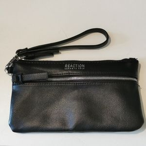 🚨 2 for $30 💘 Kenneth Cole Wristlet, blac